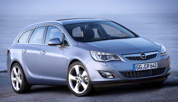 Opel-Astra-Sports-Tourer-2014